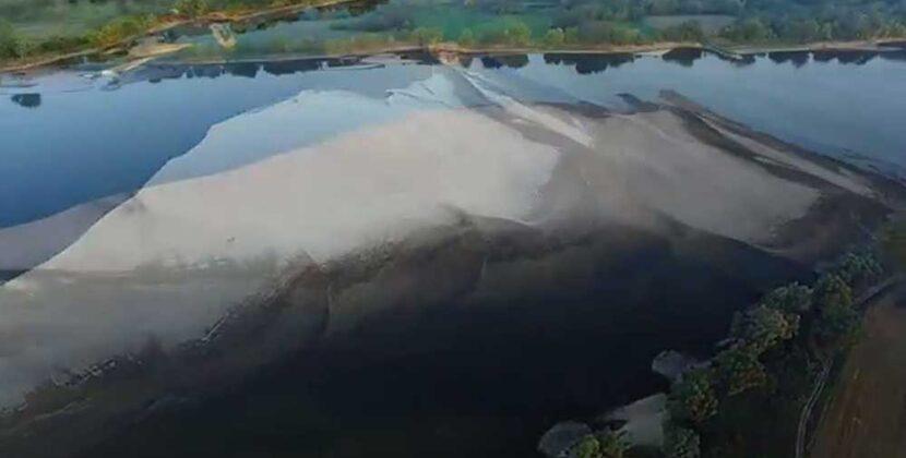 Stan wody na Wiśle wynosił w niedzielę 90 cm! Widok rzeki z drona.