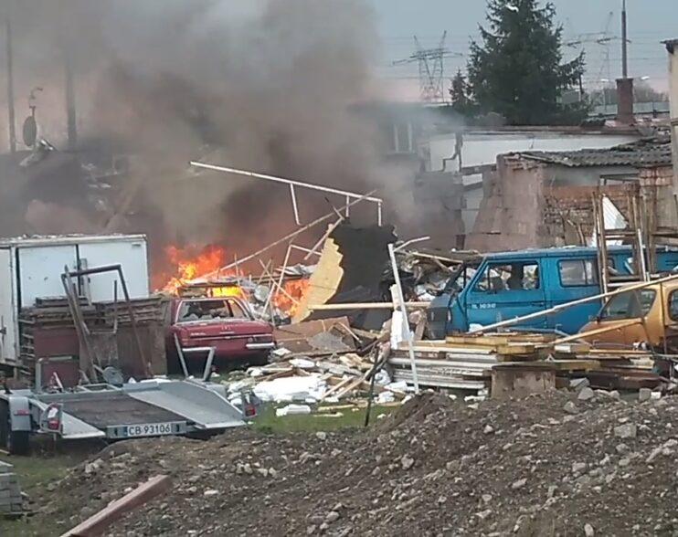 Początek akcji strażaków przy wybuchu gazu w Bydgoszczy