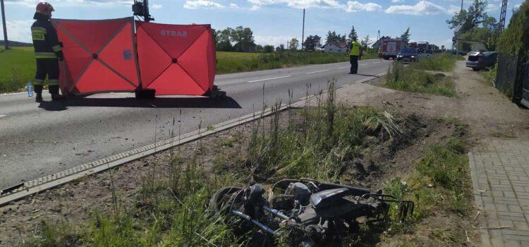W Napolu na DW-554 zginął 58-letni motorowerzysta po zderzeniu z BMW