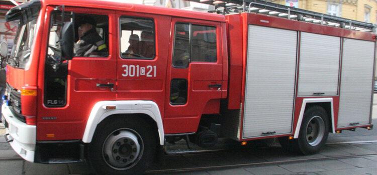 Interwencja straży pożarnej na Przylesiu w budynku przy ul. Łochowskiego 2