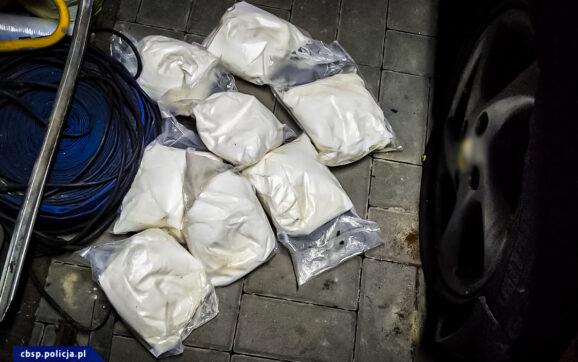 Zatrzymane 3 osoby podejrzane o przemyt 8 kg amfetaminy